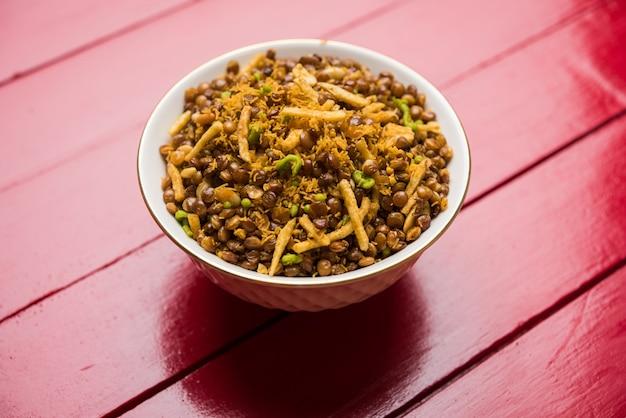 Stockfoto van dalmoth namkeen of masoor dal namkeen ordry snacks of chivda of chiwada famous north indian snack