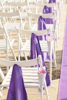 Stoelen voor huwelijksceremonie