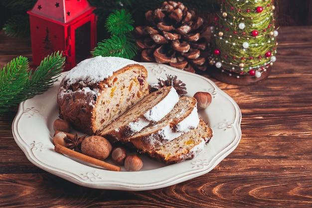 Stollen, traditionele zoete kersttaart in duitsland