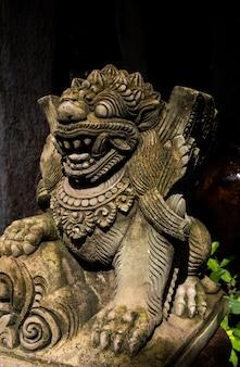 Stone lion standbeeld van bali