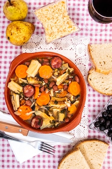 Stoofpotje van blackmouth cathark of litao met aardappeltjes typisch voor de stad olhao portugal