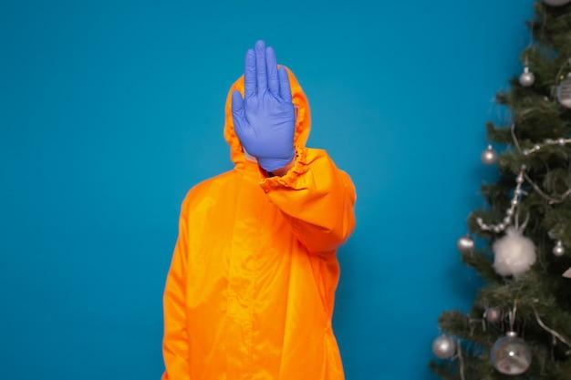 Stop het coronavirus. man show stop gebaar
