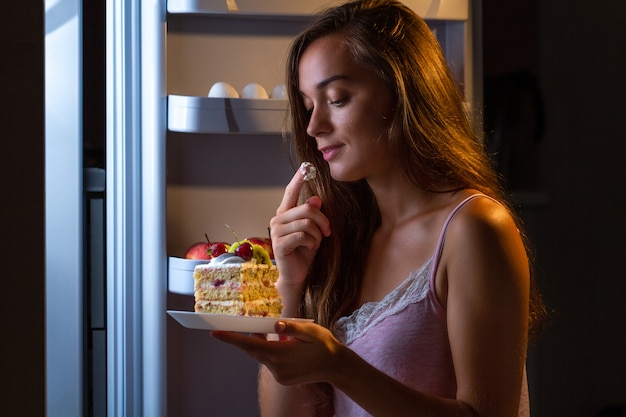 Stop het dieet en win extra kilo's door koolhydraatrijk voedsel en ongezond eten