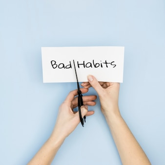 Stoppen met slechte gewoonte concept met een schaar