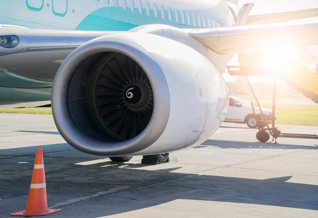 Straalmotorbladen, turbine-gevaarlijke omgeving van vliegtuigmotoren.