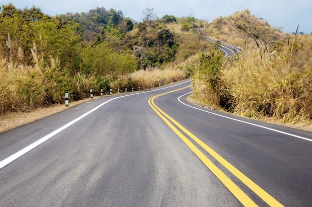 Straat in platteland van azië.