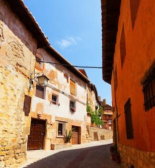 Straat van de oude spaanse stad in de zomer