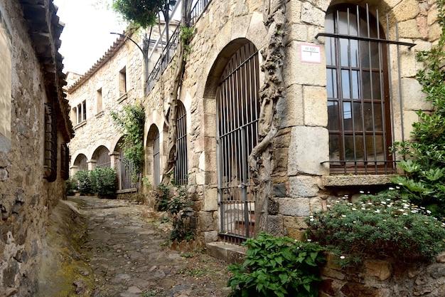Straat van de oude stad van de provincie tossa de mar girona catalonië spanje
