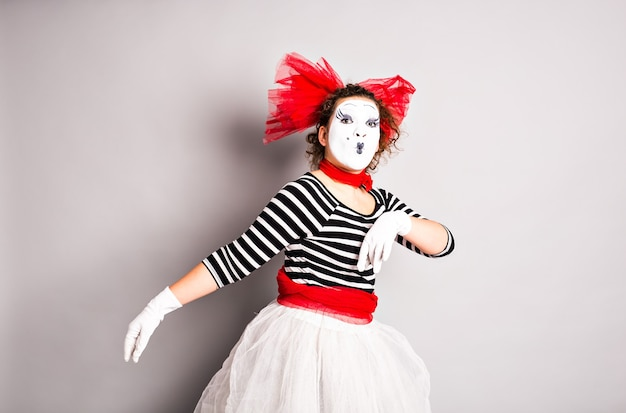 Straatartiesten treden op, mime in april fools day.