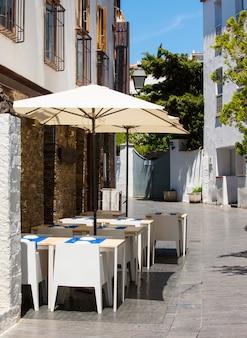 Straatkoffie in oude stad, frankrijk