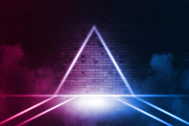 Stralen neonlicht op neon bakstenen muur. lege scène. neonreflecties op nat asfalt. cyberpunk achtergrond met kopie ruimte.