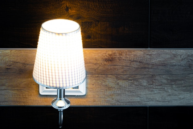 Stralende lamp in de slaapkamer