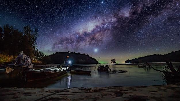 Stralende sterren melkweg oneindig heelal