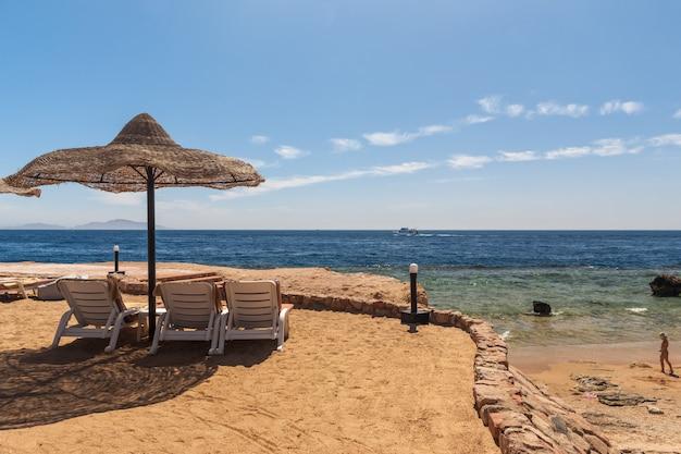 Strand bij het luxehotel, sharm el sheikh, egypte