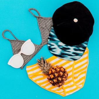 Strand dames outfit strandaccessoires. minimaal ontwerp