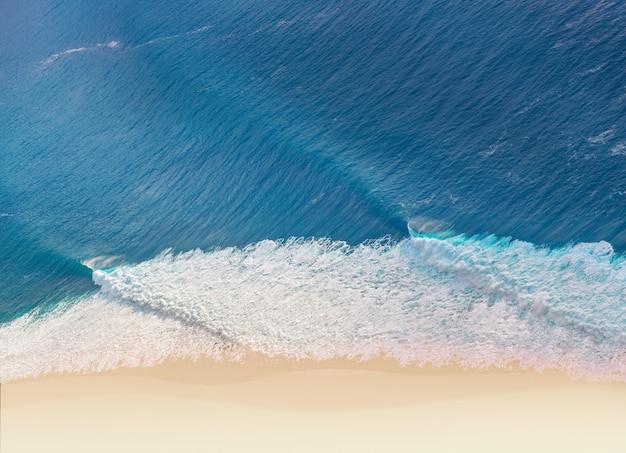 Strand en golven