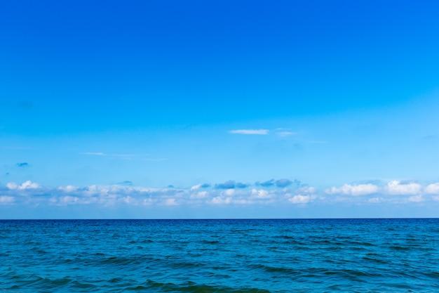 Strand en tropische zee Premium Foto