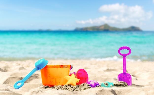 Strand en zee van vakantie ontspannen de zomer
