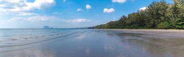 Strand en zomerdag