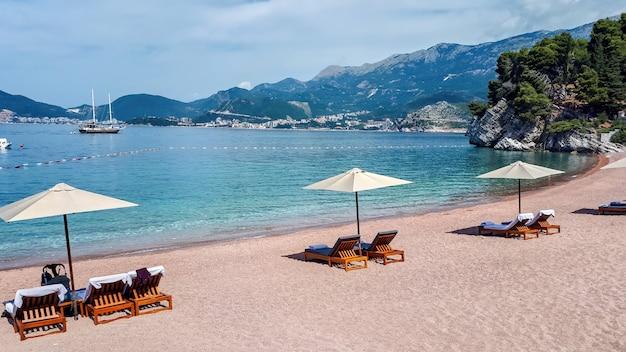 Strand in sveti stefan, montenegro