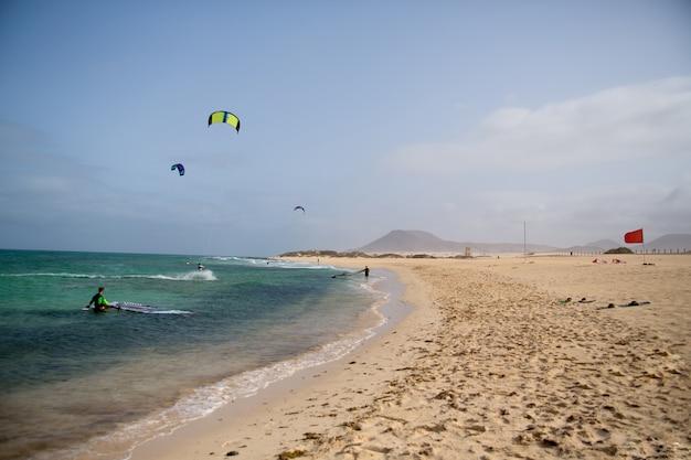 Strand op het eiland fuerteventura, canarische eilanden
