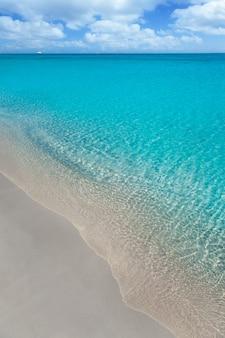 Strand tropisch met wit zand en turquoise water