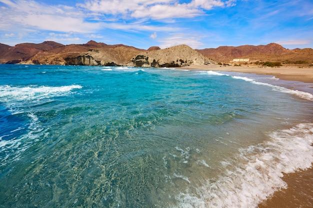 Strand van almeria playa del monsul aan cabo de gata