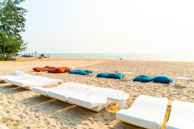 Strand zitzak met oceaan zee