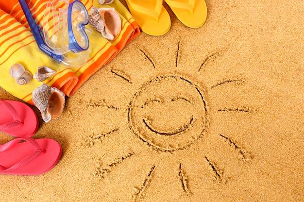 Strandachtergrond met het glimlachen van zon