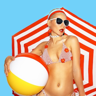 Strandfeest model retro stijl strip trend