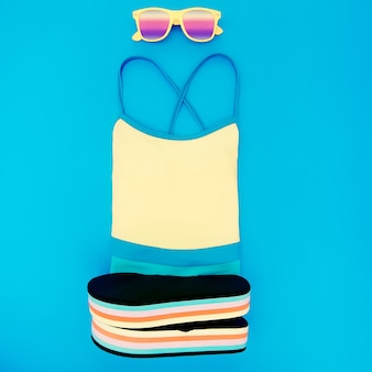 Strandmode set. badpak, leisteen, zonnebril