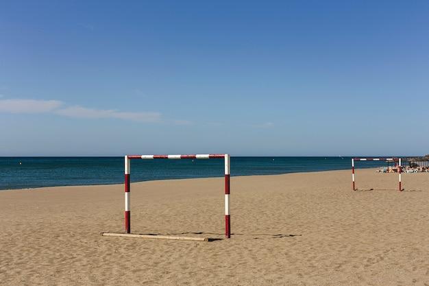 Strandscènes op een zonnige dag