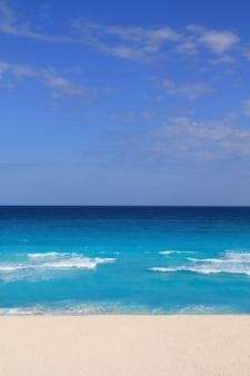 Strandzand caribische zee turkoois