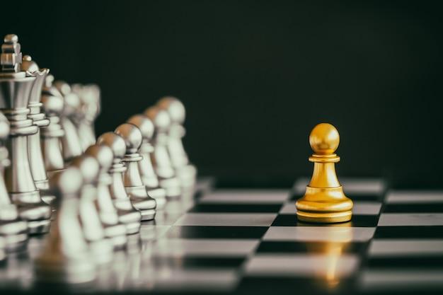 Strategie schaak gevecht intelligentie uitdaging spel op schaakbord.