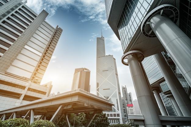 Street view van hong kong en glas wolkenkrabbers