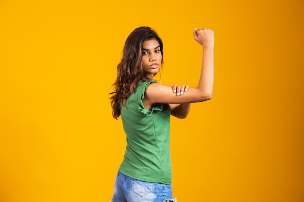Strijdbaarheid. klauw vrouw. we kunnen het. gelijke rechten. vrouwendag
