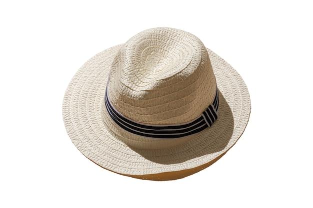 Stro rieten hoed geïsoleerd op een witte achtergrond. harde schaduwen van de zon. minimaal concept van reizen en vakantie