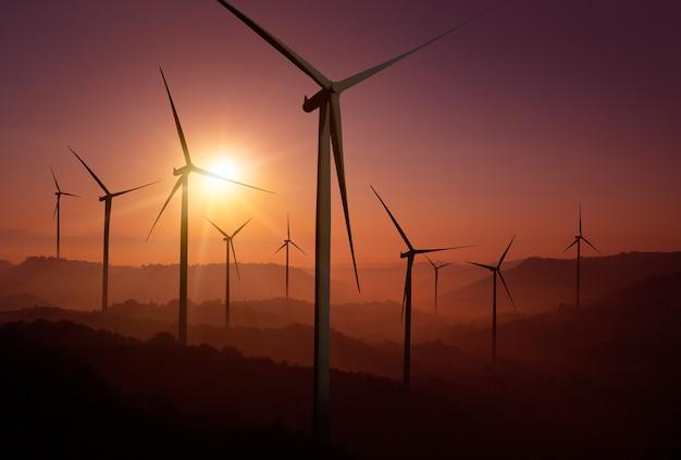 Stroomgenerator van windturbinepark in prachtig natuurlandschap voor productie van duurzame energie.