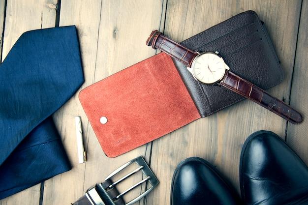 Stropdas, schoenen, portemonnee, horloge en riem