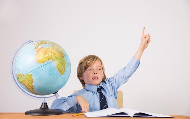 Student hand verhogen voor vraag