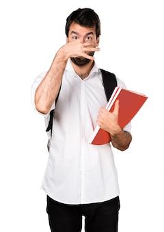 Student man maakt ruikend slecht gebaar