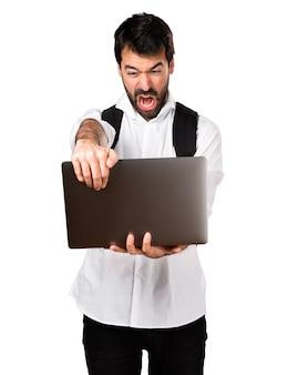 Student man met laptop