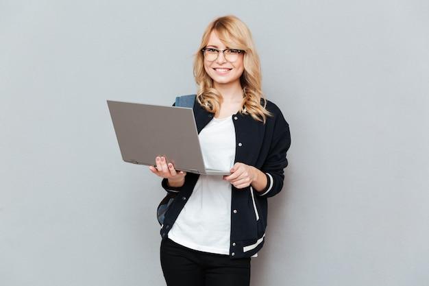 Student met behulp van laptop