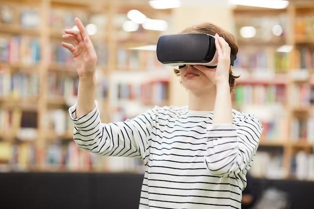 Student met behulp van virtual reality-bril