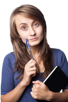 Student op witte muur