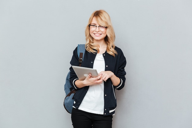 Student tijdens het gebruik van tablet