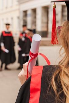 Studenten bij diploma-uitreiking