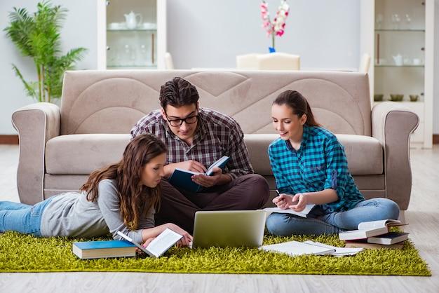 Studenten die zich voorbereiden op universitaire examens