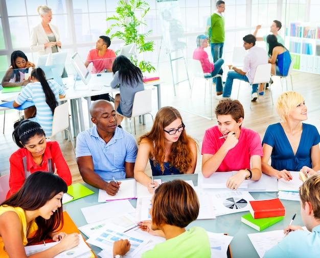 Studenten leren in een klaslokaal
