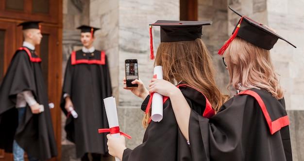 Studenten nemen foto's